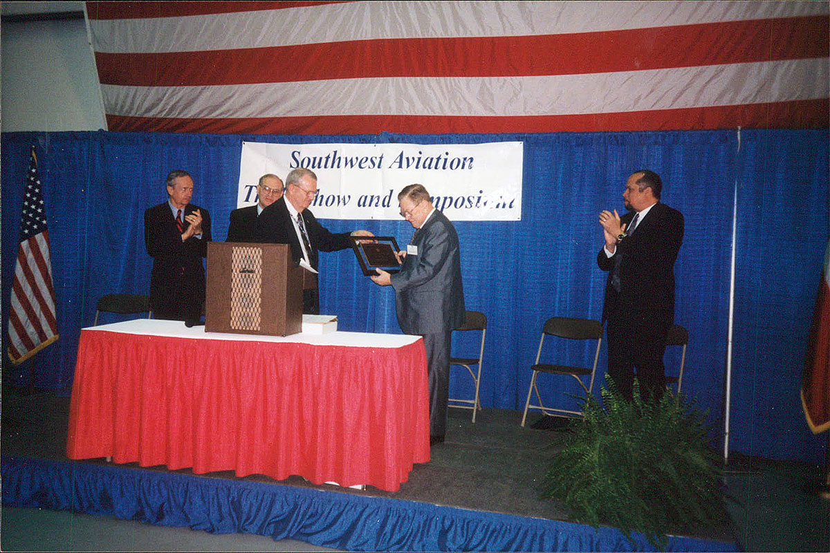 Dee-Howard-Honors-Southwest-Aviation-Trade-Show-and-Symposium-0002.jpg