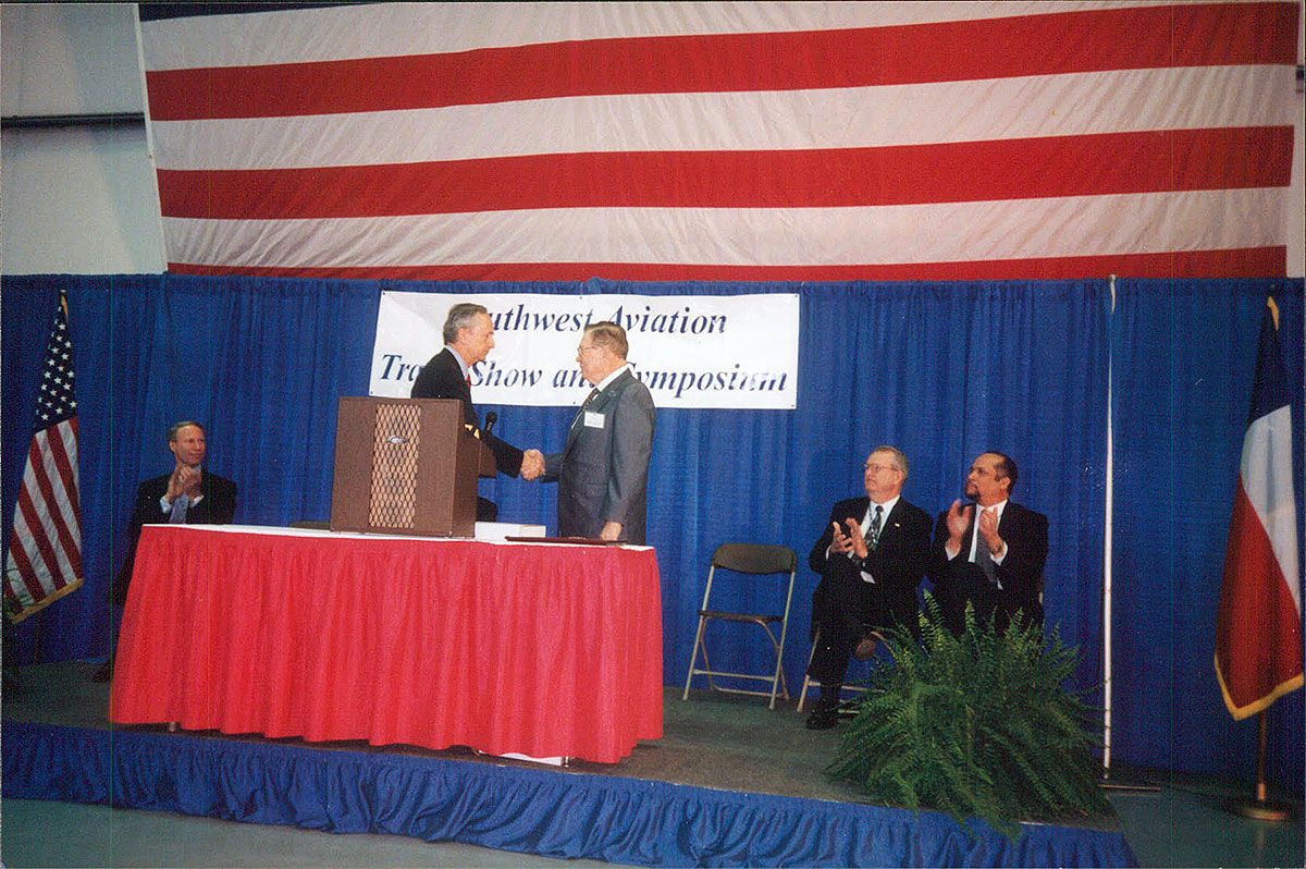Dee-Howard-Honors-Southwest-Aviation-Trade-Show-and-Symposium-0001.jpg